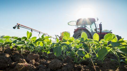 Nedflex agrarisch payrolling Trekker met spuit