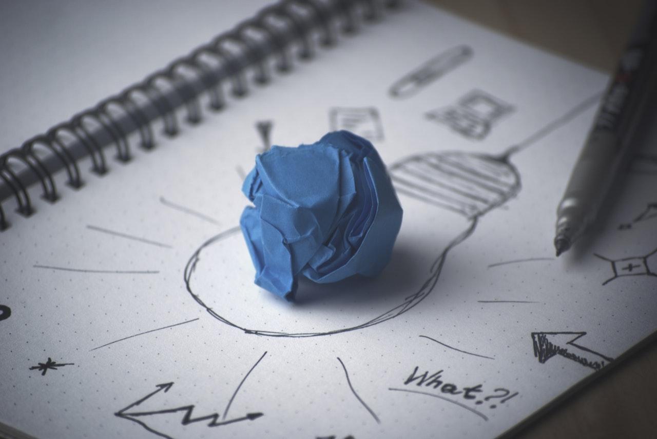 Ideeën lamp op papier