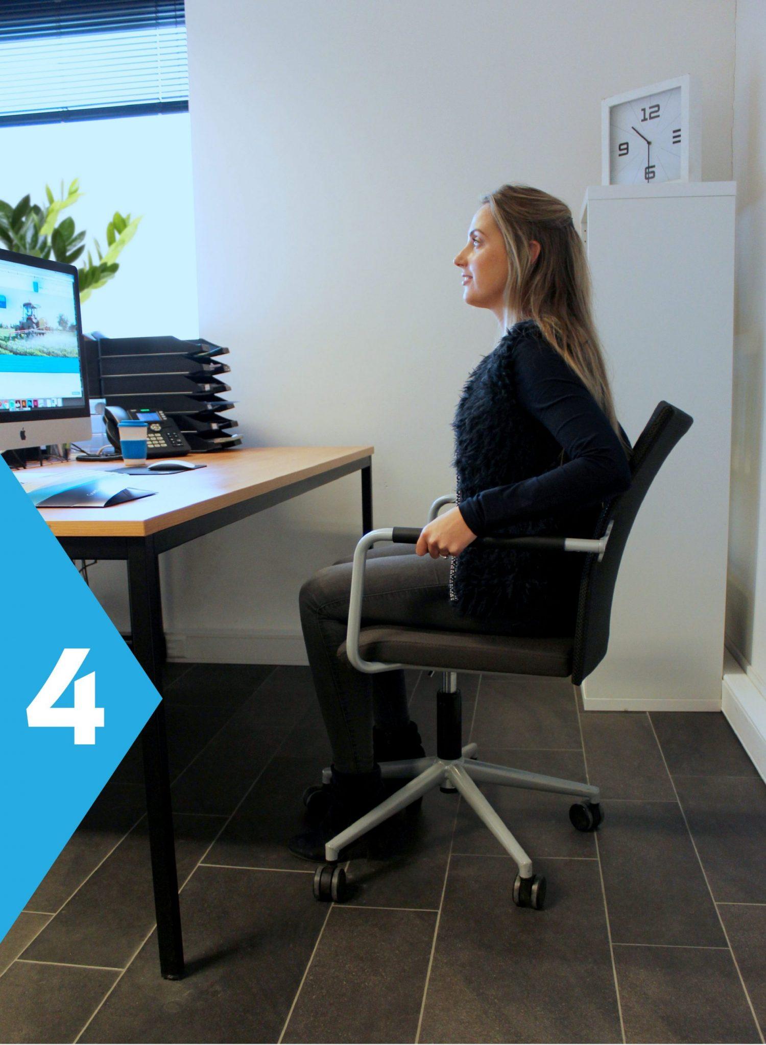 yoga achter je bureau zit op stoel