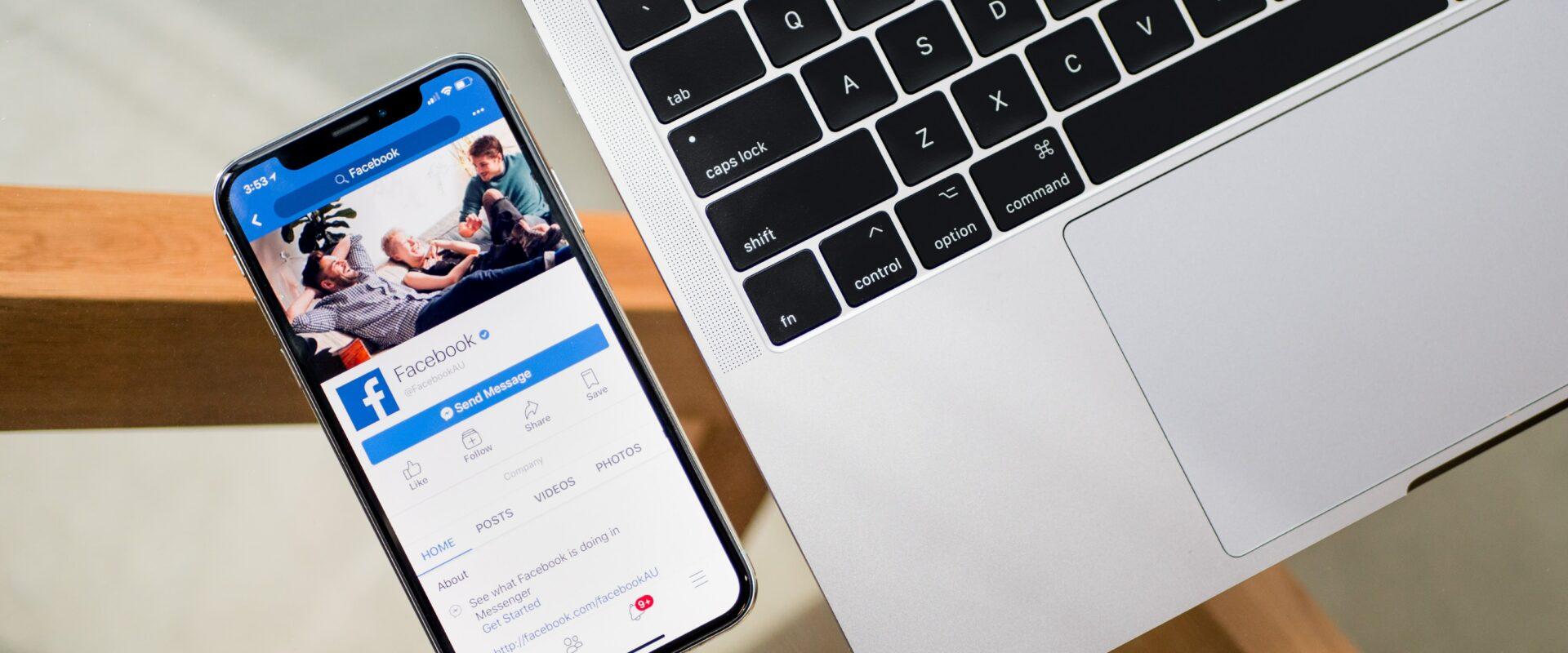Facebook en laptop
